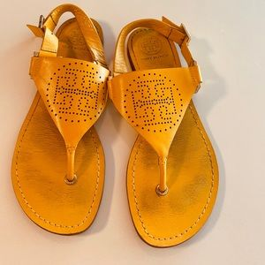 VGUC❤️Tory Burch Perforated Logo Sandals